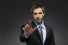I halvfigur stående av att göra en gest för manpekfinger Arkivfoton