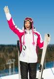 I halvfigur stående av den kvinnliga skidåkaren Royaltyfri Fotografi