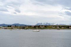 I hamnen av Ushuaia - den sydligast staden av jorden Arkivfoton