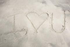 I Herz Sie geschrieben in Sand Lizenzfreies Stockfoto