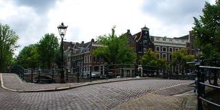 I hjärtan av Amsterdam royaltyfri foto