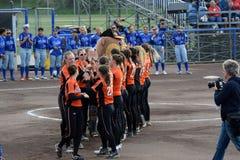 * i hymnów państwowych przeor Super 6 softballgame między Włochy i holandiami obrazy royalty free