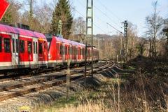 I körning järnväg drev in mot Duesseldorf arkivbild