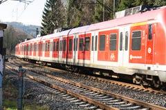 I körning järnväg drev in mot Duesseldorf royaltyfri fotografi