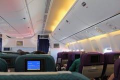 I kabinen av Boeing 777-200 Flyg Antalya - Moskva i Juli 2017 Arkivfoton