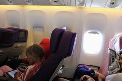 I kabinen av Boeing 777-200 Flyg Antalya - Moskva i Juli 2017 Royaltyfria Bilder