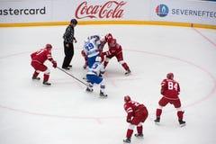 I Kablukov ( 29) gegen A Stepanov ( 30) auf Face-Off stockfotografie