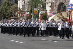 I Kiev på den Khreshchatyk militären ståta Royaltyfria Foton