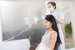I klubbhuset för hårsalong royaltyfri bild