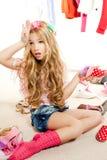 I kulisserna för garderob för flicka för modeofferunge smutsigt Royaltyfri Fotografi