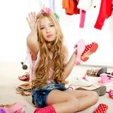 I kulisserna för garderob för flicka för modeofferunge smutsigt Royaltyfri Bild