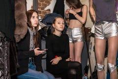 I kulisserna för modekapaciteten Art Chaos Arkivfoto