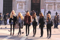 i kulisserna milan models gatan Royaltyfri Foto