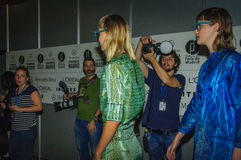 I kulisserna under modeshow i Madrid Arkivbild