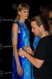 I kulisserna under modeshow i Madrid Royaltyfria Bilder