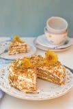 I lager honungkaka med chantilly kräm Royaltyfri Bild