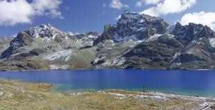 I laghi blu di Ticlio fotografie stock