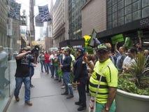 I lavoratori del sindacato protestano contro il gruppo di CIM fotografia stock libera da diritti