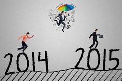 I lavoratori fanno concorrenza per arrivare sul numero 2015 Fotografia Stock Libera da Diritti
