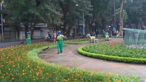 I lavoratori puliscono il parco video d archivio