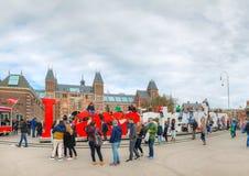 I lema de Amsterdam con la muchedumbre de turistas imágenes de archivo libres de regalías