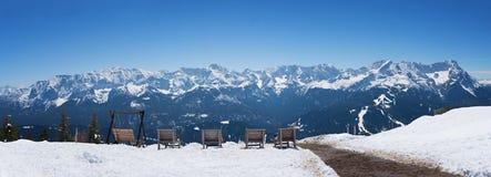 I lettini a wank la montagna con l'allerta ad area dello zugspitze Fotografie Stock Libere da Diritti