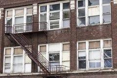 I llevado, roto y olvidado del destrozo urbano - edificio abandonado - Fotografía de archivo