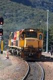 I locos diesel-elettrici di Kiwi Rail al ` s di Arthur passano Fotografie Stock Libere da Diritti