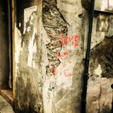 I love life. Graffiti sentence in French on a wall at a corner royalty free stock photo