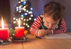 I ` m die een brief schrijven aan de Kerstman royalty-vrije stock fotografie