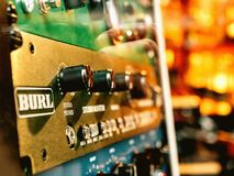 I macro dettagli del primo piano di Burl Studio controllano l'audio monitor Immagini Stock Libere da Diritti