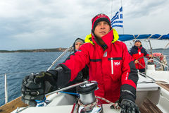 I marinai partecipano alla regata della navigazione fra il gruppo di isola greco nel mar Egeo Immagini Stock Libere da Diritti