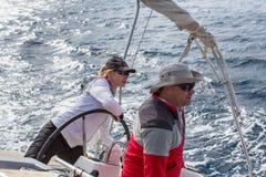 I marinai partecipano alla regata sedicesimo Ellada della navigazione Fotografia Stock Libera da Diritti