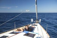 I marinai partecipano alla regata undicesimo Ellada della navigazione Immagine Stock
