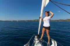 I marinai partecipano autunno 2016 di Ellada di regata della navigazione al sedicesimo fra il gruppo di isola greco nel mar Egeo Fotografie Stock