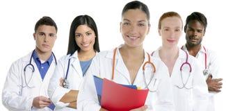 I medici team il gruppo in una priorità bassa di bianco di riga Fotografia Stock Libera da Diritti