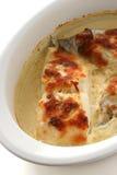 I merluzzi hanno cotto con formaggio immagini stock