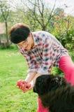 I min trädgård fotografering för bildbyråer
