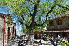 I mitten av den gamla byn av Palaios Pantel Royaltyfri Foto