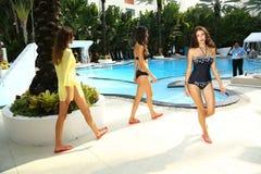 I modelli camminano al profilo ed arrossiscono la presentazione di Gottex durante la nuotata 2015 di MBFW Immagine Stock Libera da Diritti