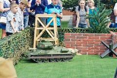 I modelli del gioco dei carri armati sul telecomando Immagini Stock Libere da Diritti