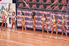 I modelli femminili di forma fisica mostrano il loro migliore lato in un programma Immagini Stock Libere da Diritti