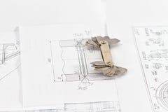 I modelli per controllo visivo di misura sono sul tubo del disegno Fotografie Stock