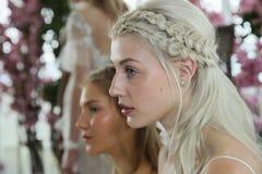 I modelli posano durante la presentazione nuziale della primavera di Marchesa/alte mode dell'estate 2018 Fotografia Stock Libera da Diritti
