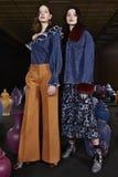 I modelli posano durante la Tanya Taylor Presentation alla settimana di modo di New York Immagini Stock