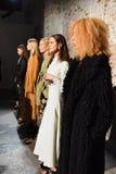 I modelli posano sulla pista alla presentazione di Beaufille Immagine Stock