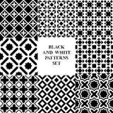 I modelli senza cuciture delle mattonelle geometriche in bianco e nero mettono, vector Immagini Stock