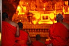 i monaci stanno pregando Fotografie Stock Libere da Diritti