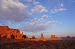 I monumenti dei guanti dell'Utah Arizona della valle del monumento abbandonano il paesaggio Fotografie Stock