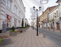 I morgonen på grändSemashko rusar folket till deras affär Fotografering för Bildbyråer